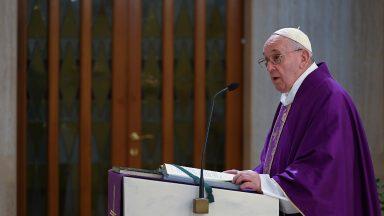 Papa agradece a quem se preocupa com quem está em dificuldade