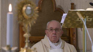 Papa reza pelas irmãs: se arriscam e dão a vida para cuidar dos doentes