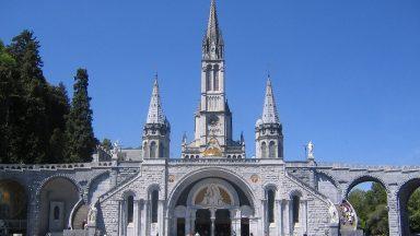 Pandemia faz Santuário de Lourdes fechar pela primeira vez na história