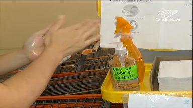 Supermercados adotam proteção para clientes e funcionários