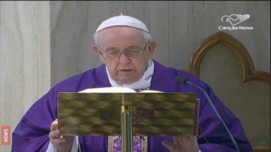 Rezemos pelos profissionais que não nos deixam isolados, pede o Papa