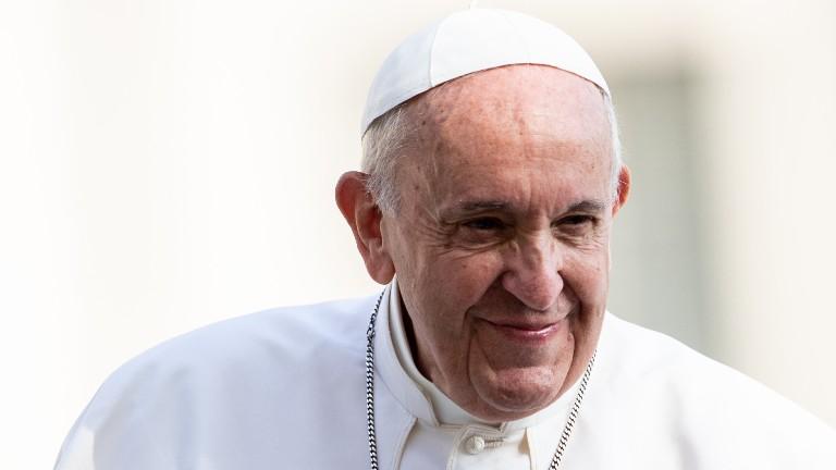 Papa-francisco-sorriso-praca-sao-pedro_Daniel-Ibanez-CNA.jpg