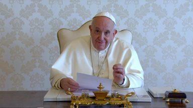 Papa: procuremos o contágio do amor, transmitido de coração a coração