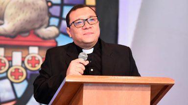 Padre Wagner Ferreira comenta vigília de Pentecostes deste sábado