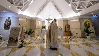 Papa reza pelos desempregados e afirma: