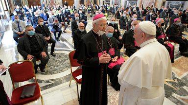 Papa faz apelo aos refugiados, uma garantia de dignidade e segurança
