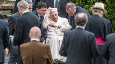 Papa emérito retorna ao Vaticano nesta segunda-feira