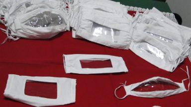 Diocese de Santo André produz máscaras inclusivas para surdos