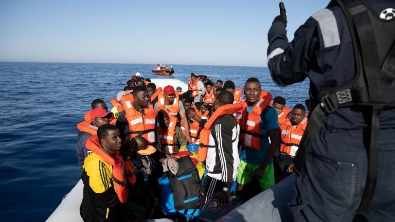 migrantes-refugiados-mar-mediterraneo-Laila-Sieber.Sea-Watch.via-Reuters.jpg
