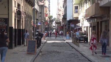 Em São Paulo, após 100 dias, bares e restaurante reabrem