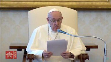 Em um novo ciclo de meditações, Papa reflete sobre o tema da oração