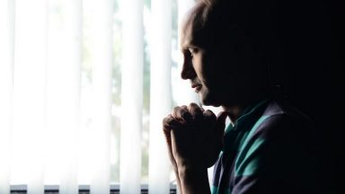 Em meio à pandemia, oração é remédio para alma e espírito, diz padre