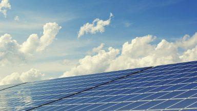 Uganda: Banco católico financia sistema de captação de energia solar