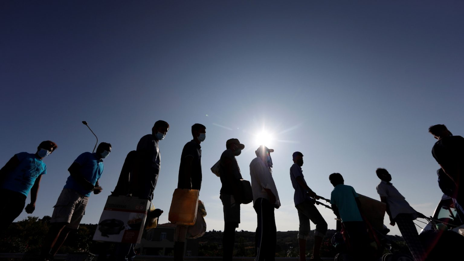 migrantes-refugiados-campo-lesbo-grécia_yara-nardi-reuters-1536x864.jpg