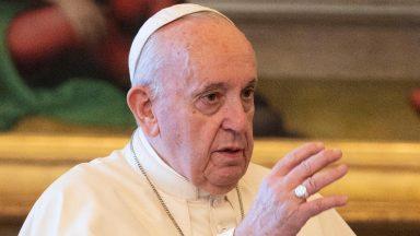 Libertar a humanidade das armas nucleares, pede Papa