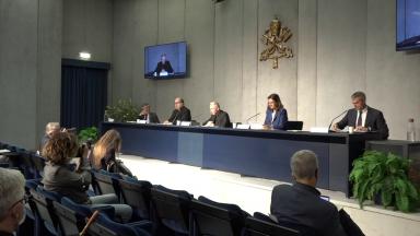 Vaticano divulga documento que condena eutanásia e suicídio