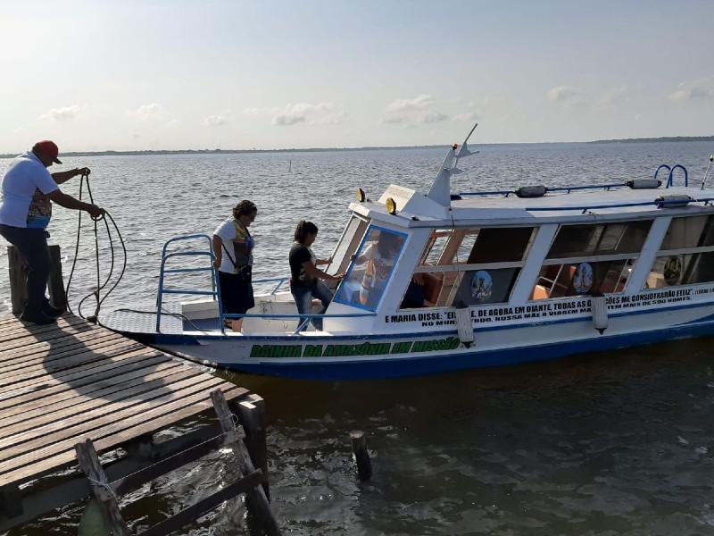 Para visitar as comunidades, o deslocamento é todo feito em barcos / Foto: Odenir Dias