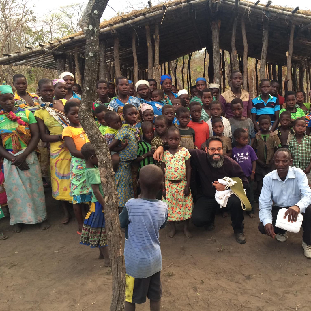 Padre Ademir percorre as aldeias que fazem parte da paróquia de Zobue, da qual ele é o responsável / Foto: Arquivo Pessoal