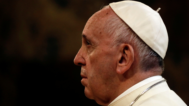 papa-francisco-sério-rezando-refletindo_REUTERS_Gregorio-Borgia_Pool.jpg