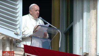 Papa no Angelus: repetir sempre ao coração que