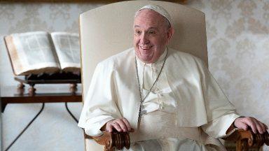 Rezar como Maria, com o coração aberto à vontade de Deus, pede Papa