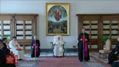 Papa Francisco afirma que a oração deve ser perseverante e insistente
