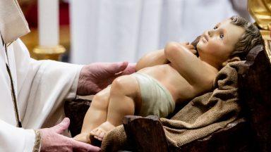 Dificuldades e sofrimentos não podem obscurecer a luz do Natal, diz Papa