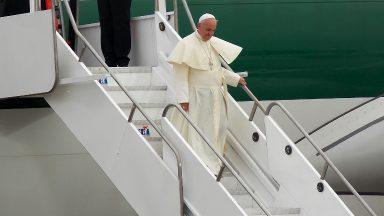 Após visitar Hungria e Eslováquia, Papa Francisco chega a Roma