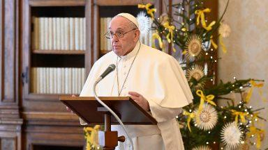 Papa: luz de Cristo não se propaga por proselitismo, mas por testemunho