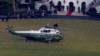 Trump deixa a Casa Branca após último discurso como presidente