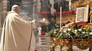 A exemplo dos Magos, adorar Deus, pede Papa na Festa da Epifania