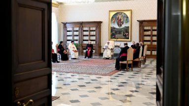 A Bíblia não é para uma humanidade genérica, mas para nós, afirma Papa