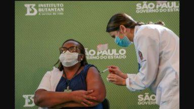 Enfermeira de SP é a primeira brasileira vacinada contra covid-19