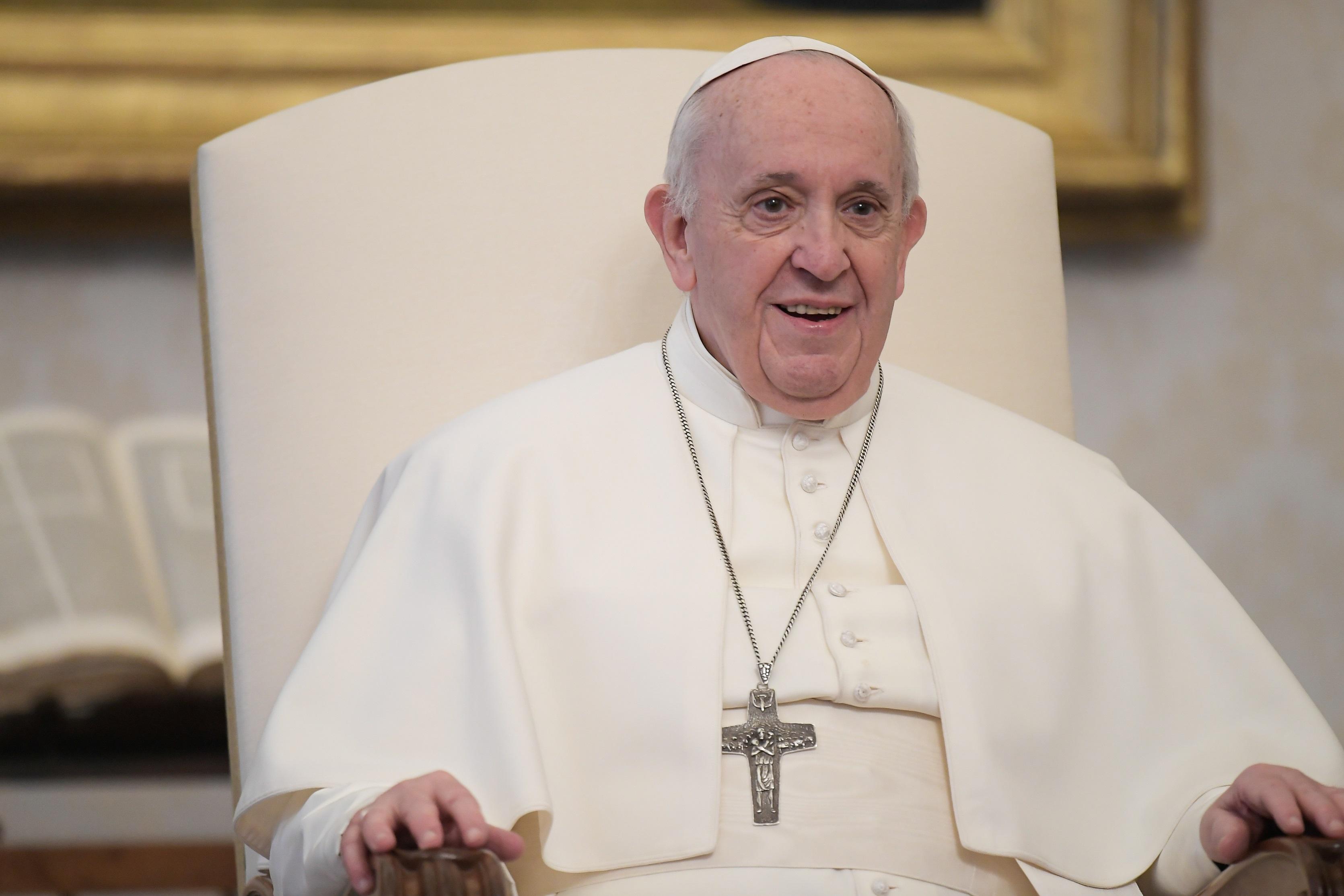 Papa: oração ajuda a amar os outros, não obstante seus erros e pecados