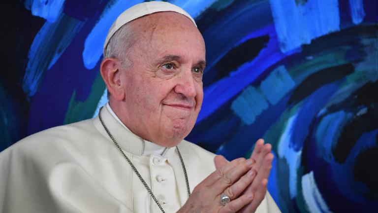 papa francisco aplausos sorriso Andreas Solaro Pool via REUTERS Papa: depois da pandemia, olhar a realidade com um novo olhar