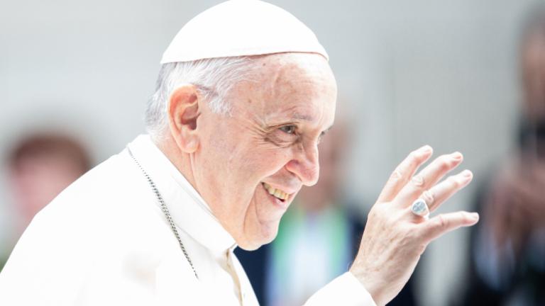 papa francisco sorridente daniel ibanez cna Papa Francisco recebe no Vaticano a presidente da Geórgia