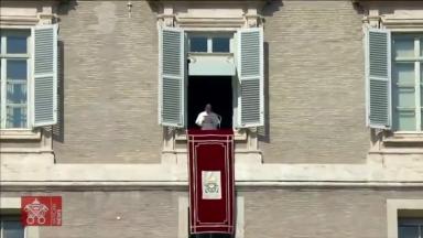 Durante a oração do Angelus, Papa recorda Santa Faustina
