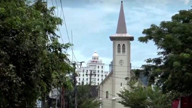 atentado diante de catedral na indonésia