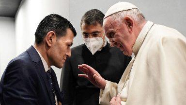 Encontro do Papa com o pai do menino sírio que morreu afogado em 2015