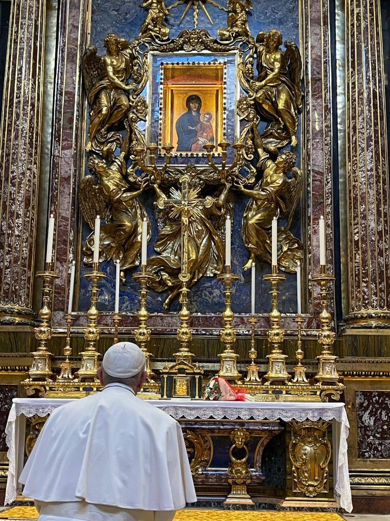 papa na basílica reza pela viagem ao Iraque