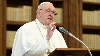 Olhar para a cruz para conhecer Jesus, exorta Papa Francisco