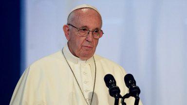 Papa pede por modelo de desenvolvimento que escute o grito dos pobres