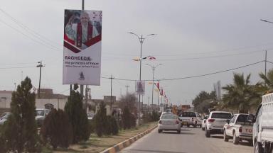 Cristãos iraquianos de Qaraqosh se preparam para a visita do Papa