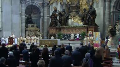 Tornemo-nos misericordiosos, pede Papa Francisco no Domingo da Misericórdia