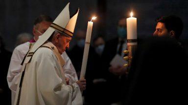 Na Vigília Pascal, Papa frisa a esperança: com Cristo, a vida recomeça