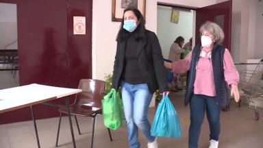 Paróquia distribui refeições e dá assistência odontológica aos carentes