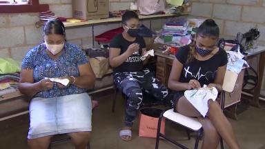 Grupo de artesãs enfrenta o desafio de trabalhar durante pandemia