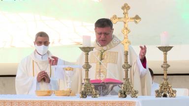 Dom Paulo Cezar Costa celebra missa pelos 61 anos de Brasília