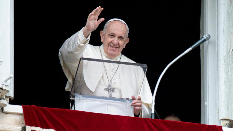 papa francisco angelus regina coeli janela IPA ABACA via Reuters Papa: Eucaristia é Pão dos pecadores, não prêmio dos santos