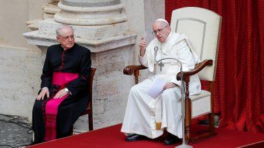 O combate da oração faz milagres, afirma Papa Francisco